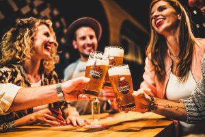 feierabendbier im bayerischen restaurant irmi am hauptbahnhof muenchen